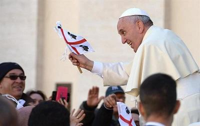 El papa denuncia que algunas parroquias hagan negocio cobrando por sacramento