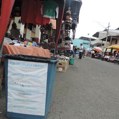 Comerciantes colocan tachos para la basura