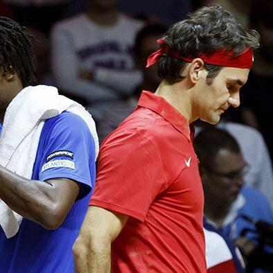 Monfils vence a Federer y mantiene viva a Francia