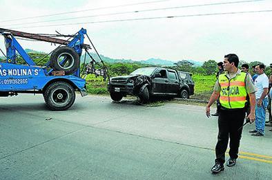 Tres heridos deja el vuelco de una camioneta en la avenida Eloy Alfaro