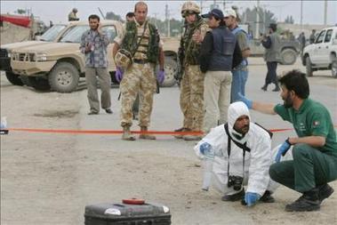 50 muertos y más de 70 heridos en un ataque suicida en Afganistán