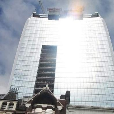 hombre sobrevive a  una caída de 11 pisos  en San Francisco