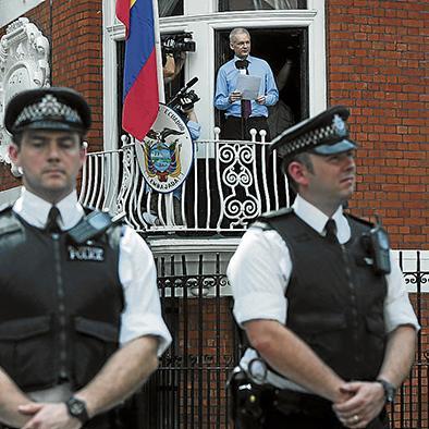 Ratifican el asilo  A julian assange