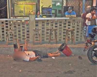 Hombre es asesinado con siete balazos en Manta