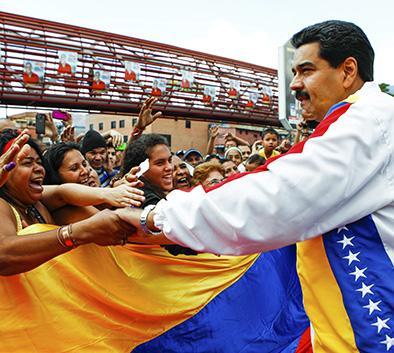 Maduro busca victoria en comicios parlamentarios
