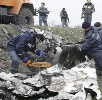 Tren con los restos del avión malasio va a Járkov