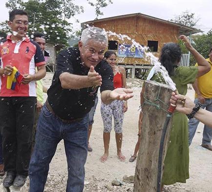 50 familias se benefician del sistema de agua