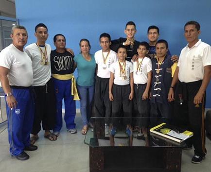 Deportistas de artes marciales de la escuela kung fu SanGay se destacan