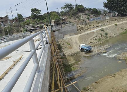 Plazo de 90 días para terminar puente El Guabito