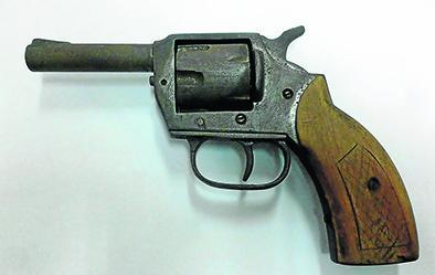 Encuentran a estudiante con revólver en el colegio
