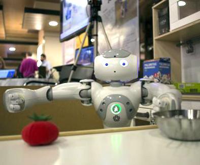 Universitarios intentan hacer que un robot haga algunas tareas de cocina