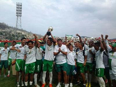 La sub-16 de Liga de Portoviejo alza la copa
