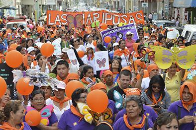 Marcharon en apoyo a la mujer