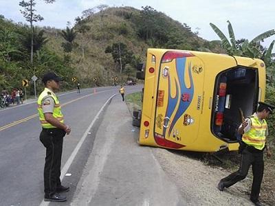 Accidente de bus deja 18 heridos