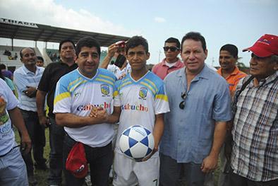 Alcaldes brindan  apoyo a jugadores
