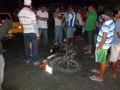 Motociclista muere tras chocar contra una camioneta en 'La Curva del Guabito'