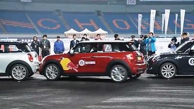 Chino rompe récord Guiness al estacionarse en un espacio reducido