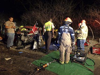 Choque de vehículos deja un muertos y dos personas heridas