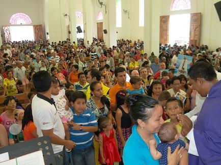 Más de cinco mil devotos visitan a la Virgen de Monserrate