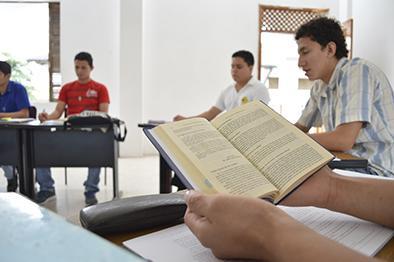38 estudian 7 años para ser sacerdotes
