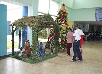Hospital de Solca viste de Navidad sus instalaciones