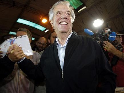 Encuestadoras otorgan triunfo a Vázquez con 53% de votos