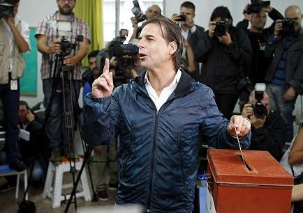 Candidatos ya votaron y la lluvia es protagonista en el balotaje uruguayo