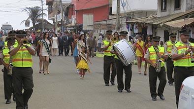 Canoa festejó con desfile y sesión solemne
