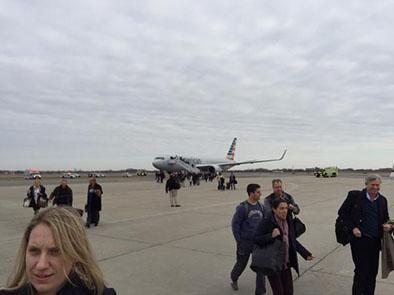 Evacúan avión en Nueva York