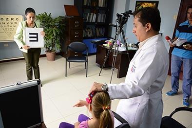 Una decena de pacientes con baja visión se atienden cada semana en la FOLM