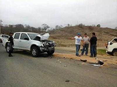 Choque en la vía Pedernales-Cojimíes deja daños materiales