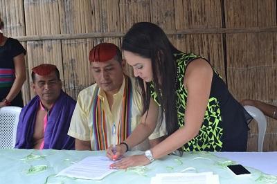 Prefectura firma convenio con etnia Tsáchila