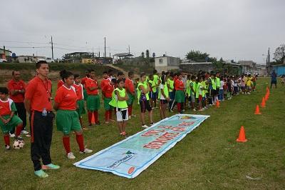 Inauguran escuela de fútbol en la cooperativa Che Guevara de Santo Domingo