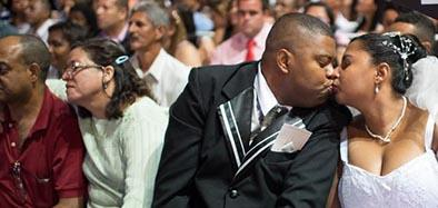 1.960 parejas se dan el 'sí' junto al Maracaná