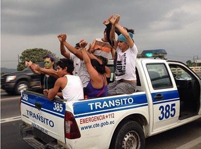 Detienen cuatro veces caravana de Yasunidos