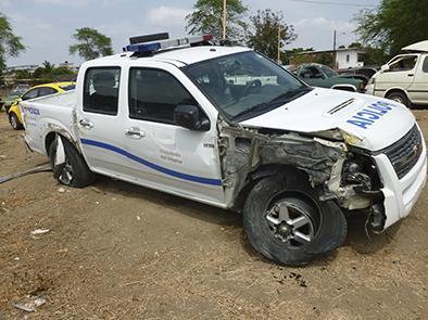 Un patrullero  resulta con  daños en vuelco
