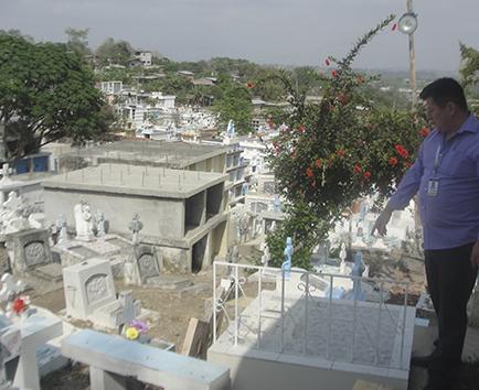 Un nuevo cementerio es la prioridad; el actual está colapsado