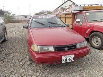 Hombre es detenido mientras conducía un carro robado