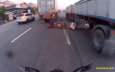 Motorizado se salva 'por un pelo' de morir aplastado (Video)