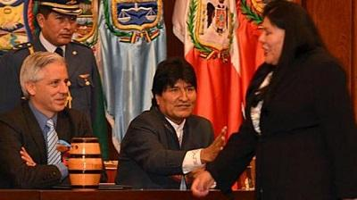 Admiten denuncia contra diputada que se negó a saludar a Morales