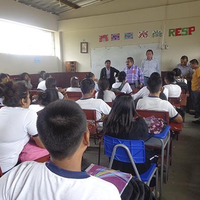 Buscan solución a conflicto en Unidad Educativa