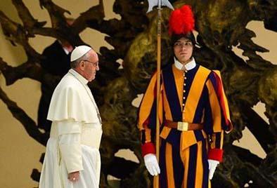 El Papa despide a jefe de la guardia por autoritario