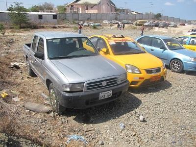 Recuperan carro robado y detienen a dos personas