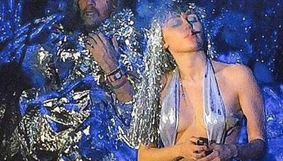 Miley Cyrus genera polémica al fumar marihuana durante concierto