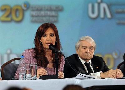 Presidenta argentina parte rumbo a Ecuador para participar en cumbre Unasur