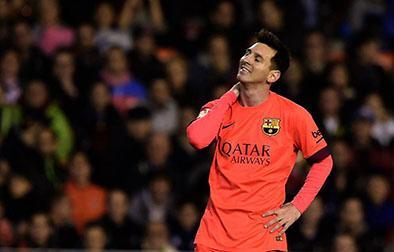 Retiran tarjeta amarilla a Messi tras ser golpeado