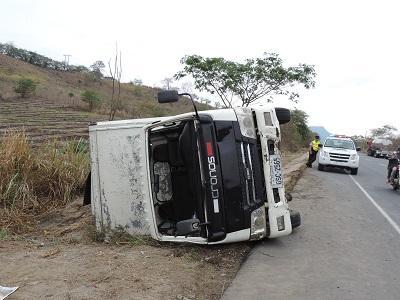 Dos accidentes en la vía Jipijapa – Guayaquil dejan daños materiales
