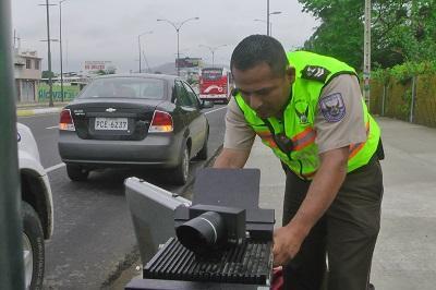 30 multas por exceso de velocidad en una hora