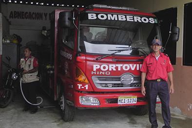 Carro abastecedor y de ataque para bomberos