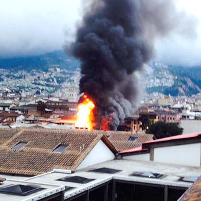 Se queman dos inmuebles en el centro histórico